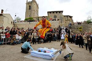 Испанские реалии, на которые местные жители себя потратили