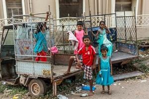 Неоднозначная ситуация с детьми в Индии.